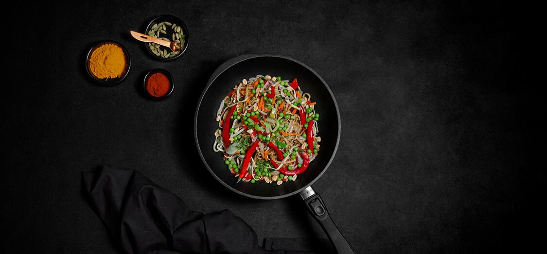 Patelnia typu wok: jak możesz wykorzystać ją w swojej kuchni?