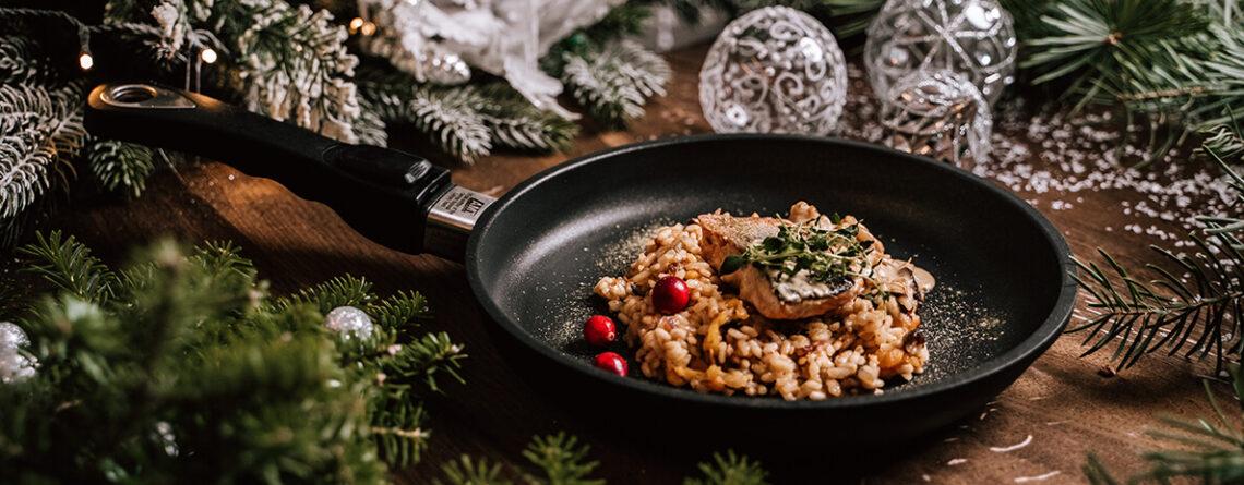 Przepis na święta: risotto z bakaliami i smażonym łososiem w sosie piernikowym
