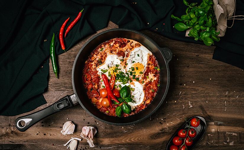 5 pomysłów na śniadanie z jajkiem - szakszuka