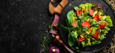 5 pomysłów na letnie sałatki